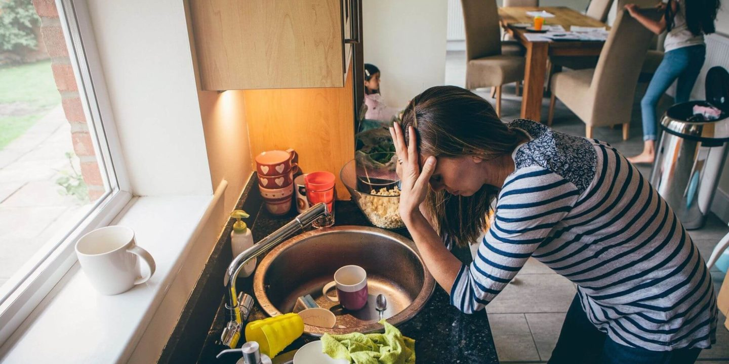 Family cleaning dirty kitchen - Clean the Germiest Home Items