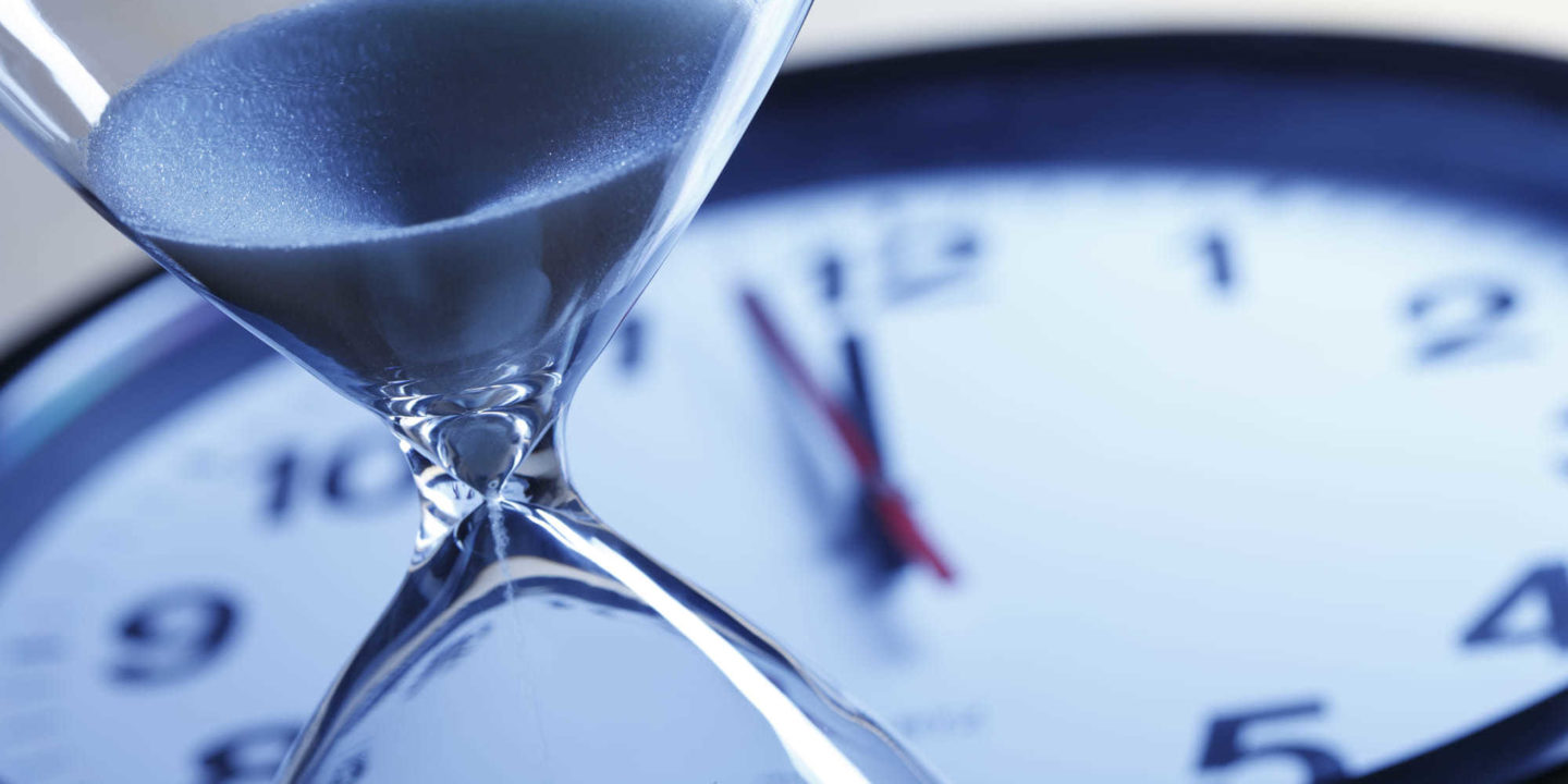 Hourglass and clock - New Report: EU IVDR State of the Industry 2021   NSF International