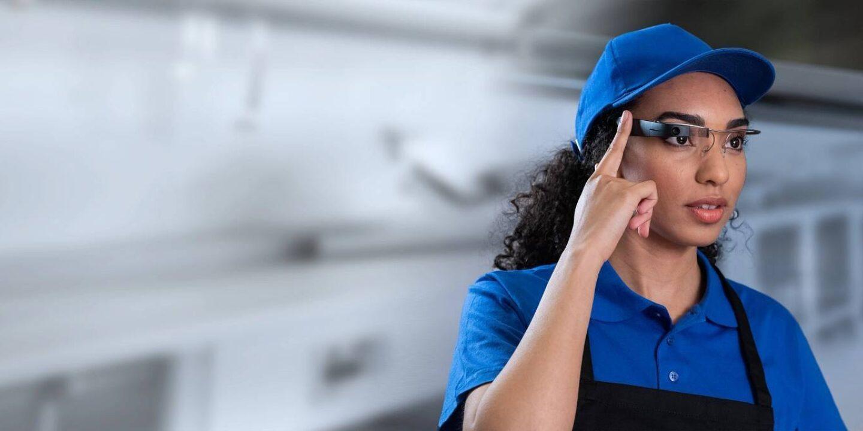 Restaurant worker using smartglass - NSF EyeSucceed | NSF International