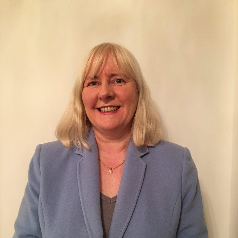 Lynne Byers headshot